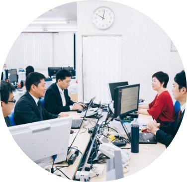 9:00 朝礼・プロジェクトミーティング